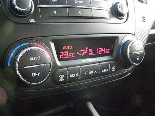 Kia-Cerato-2013-Autos-Gallito-Luis-Test-Drive-Precio-Interior-Climatizador