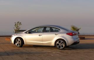 Kia-Cerato-2013-Autos-Gallito-Luis-Test-Drive-Precio-Exterior-Lateral