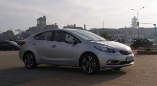 Kia-Cerato-2013-Autos-Gallito-Luis-Test-Drive-Precio-Exterior-Frontal