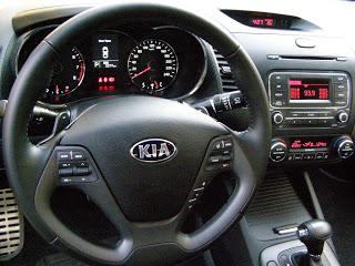 Kia-Cerato-2013-Autos-Gallito-Luis-Test-Drive-Precio-Interior-Comandos