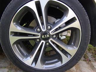 Kia-Cerato-2013-Autos-Gallito-Luis-Test-Drive-Precio-Exterior-llanta