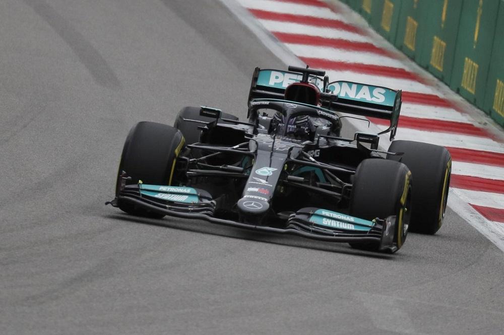 Histórico triunfo de Lewis Hamilton en Rusia – Motorsports