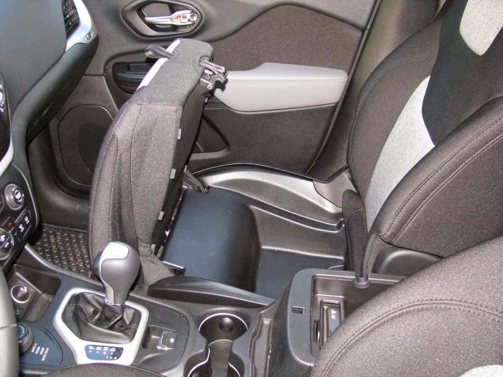 Test drive jeep cherokee motorsports for Interior sinonimos